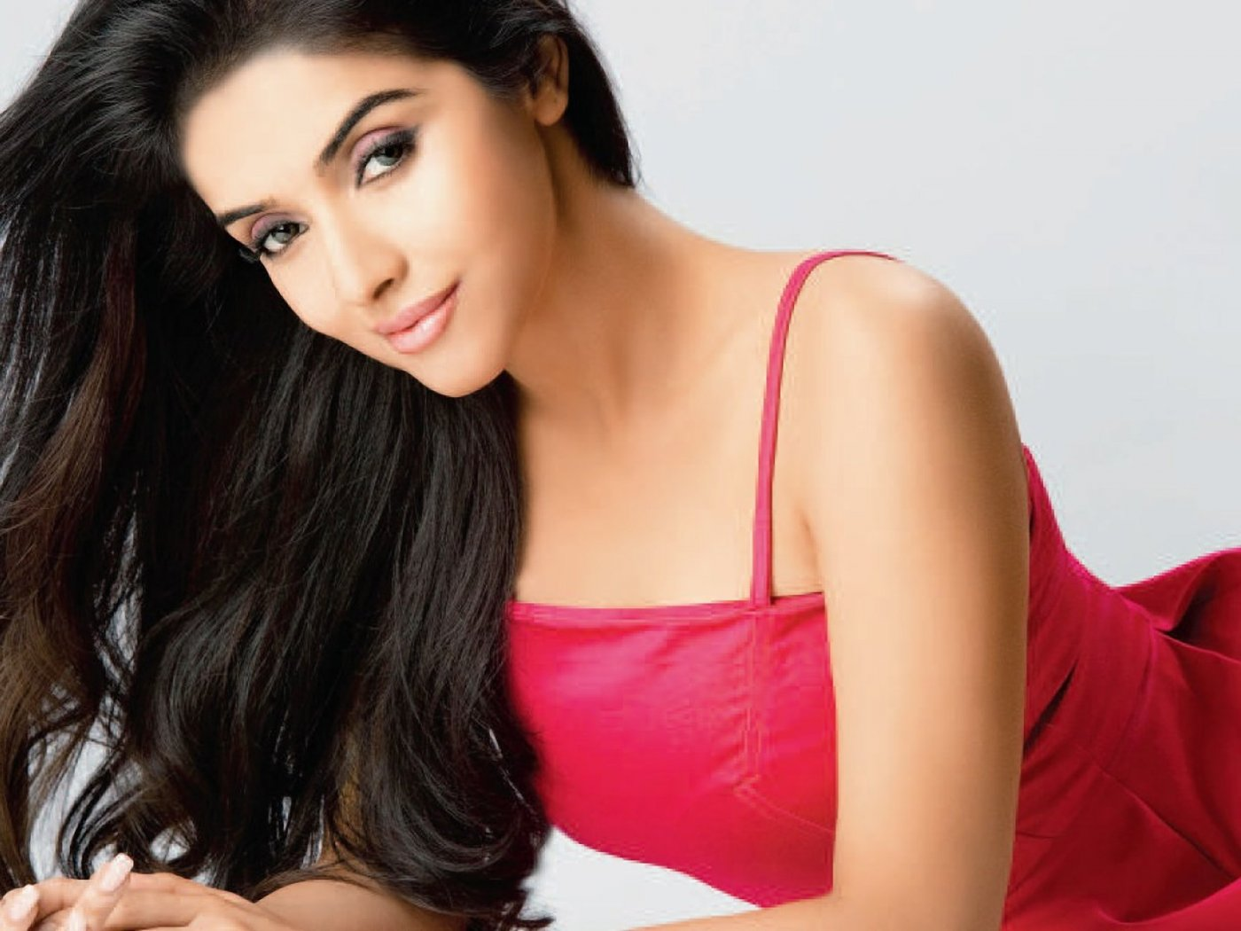 Asin Hd Wallpapers Asin Biography Bollywood Actress Photos: I Don't Like Facebook,Twitter