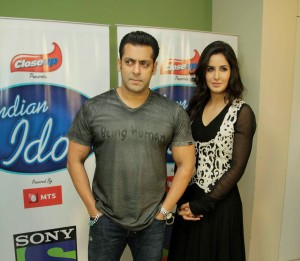 Video : Salman Khan and Katrina Kaif on the set of Indian Idol