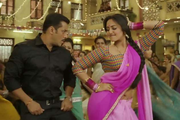Salman Khan Helps Sonakshi Sinha With Dance Steps In Dabangg2