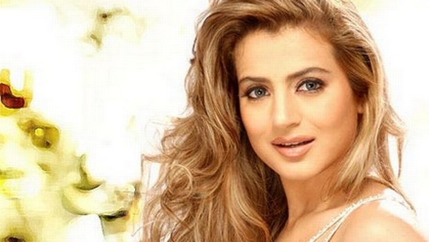 All New Luck For Ameesha Patel in Year 2013