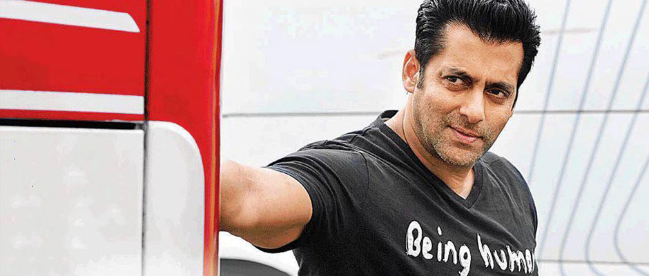 Salman Khan Recieves an Award after 14 Years