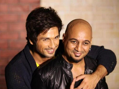 Shahid Kapoor Given Haircut on Camera by Aalim