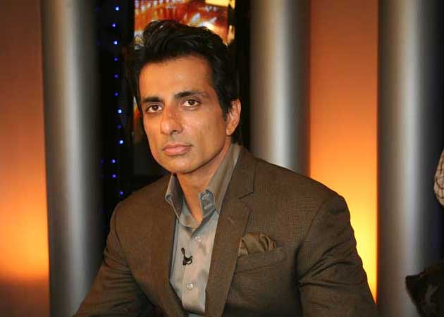 Sonu Sood Bags 'Happy New Year' Due to a Blank Paper