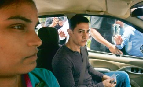 Lady cab driver's get Aamir Khan's support