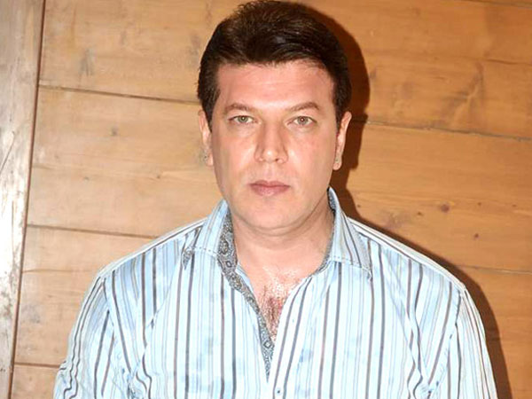 Video - Aditya Pancholi attacks Zee News lady reporter