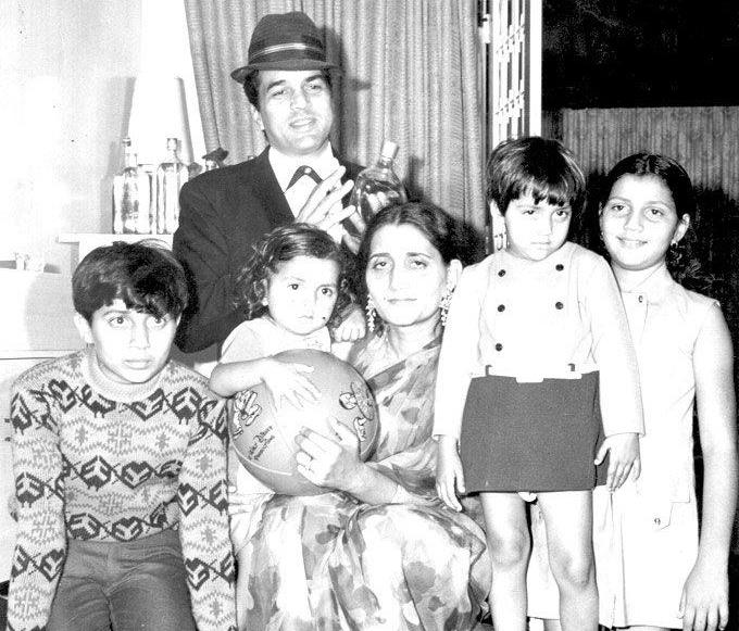Where are Dharmendra's two daughters from his first wife?