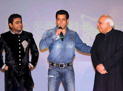 Shocker - Salman Khan makes fun of A R Rahman, Rahman refuses to shake hands