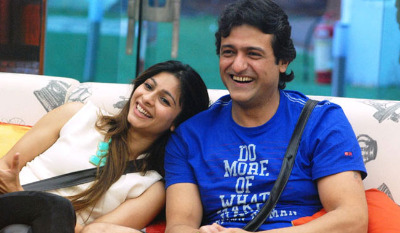 Armaan Kohli's got something special for Tanishaa Mukherjee!