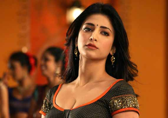 Shruti Haasan croons dubstep number for 'Race Gurram'
