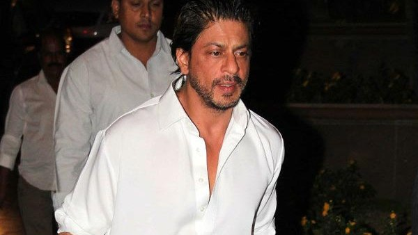 Shah Rukh Khan becomes emotional at Bobby's prayer meet