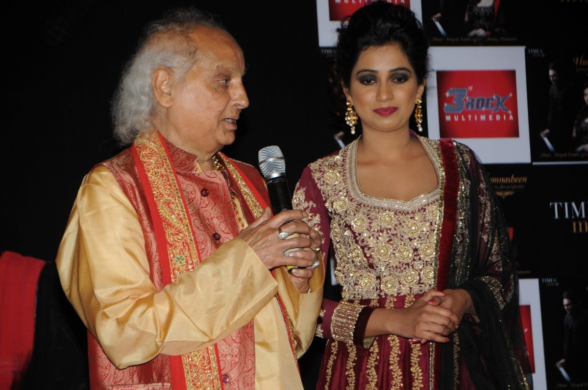Shreya Ghoshal launches 'Humnasheen' first ghazal album