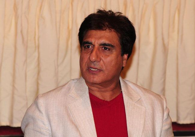 Raj Babbar angry on being Videographed