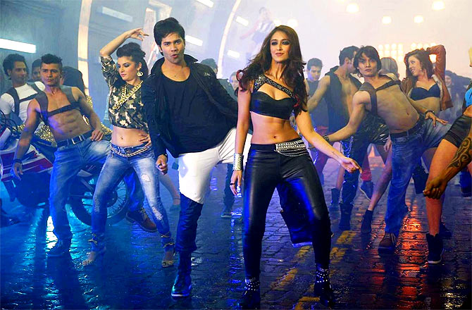 Ileana D'Cruz : I get traumatized dancing on screen