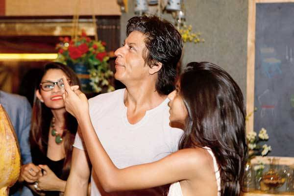 Why has Shah Rukh Khan not been on Hajj ?