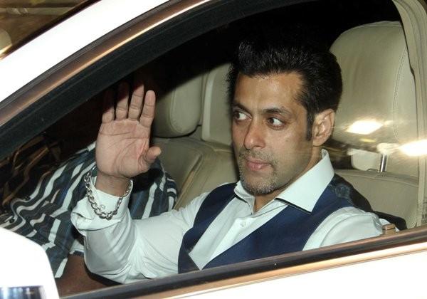 Breaking - Salman Khan turns lyricist for 'No Entry Mein Entry'