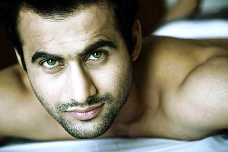 Want to position myself as good looking hero: Freddy Daruwala