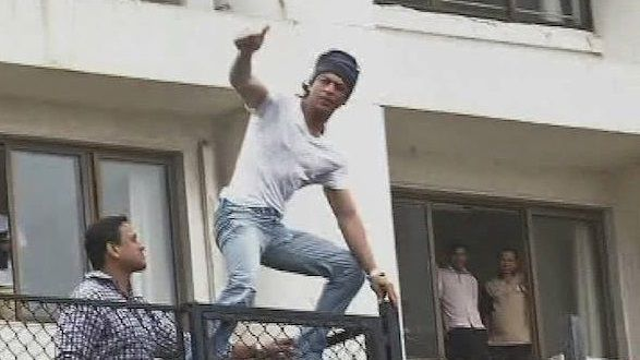 Video - Shah Rukh Khan Greets His Fans on the Occasion of Eid