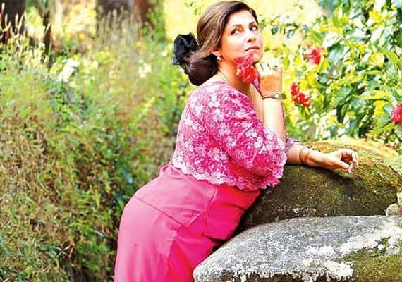 Check out the funny makeover of Dimple Kapadia in 'Finding Fanny'