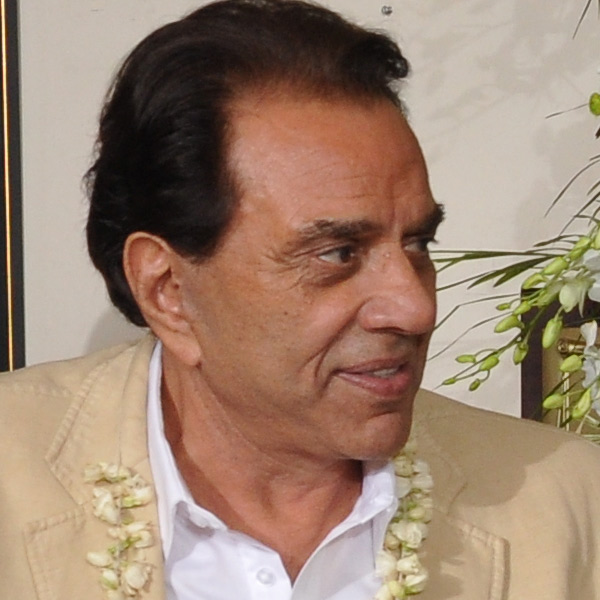 Dharmendra may soon undergo shoulder surgery