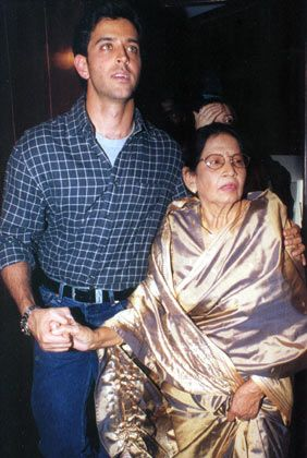 Hrithik-Roshan-with-his-paternal-grandmother-Ira-Roshan.
