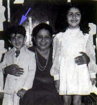 Hrithik Roshan with Pinky Roshan and Sunanina Roshan