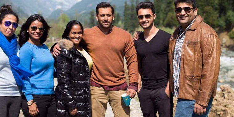 Salman Khan poses with family in Kashmir