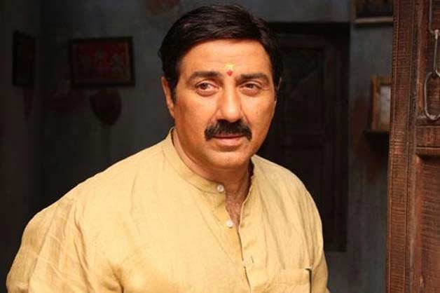 Police complaint against Sunny Deol for abuses in 'Mohalla Assi'