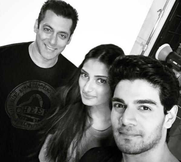 Sooraj Pancholi shares a selfie with Salman Khan & Athiya Shetty