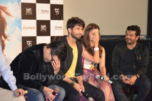 OMG : Shahid Kapoor gets uncomfortable talking about Kareena Kapoor