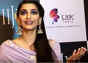 Shocking: IIJW Ambassador Sonam Kapoor unaware of Gold prices