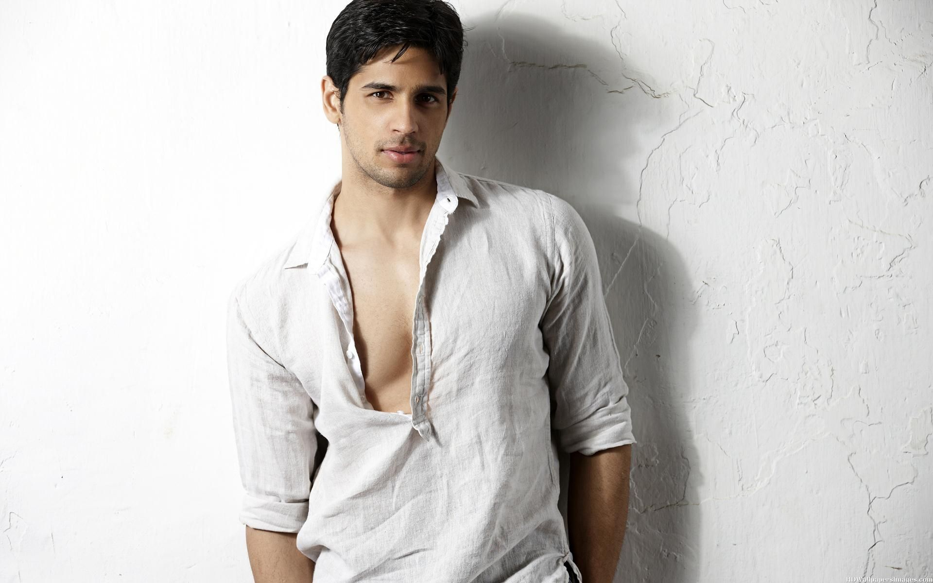 Sidharth Malhotra : Girls never 'offered' to tie me rakhi