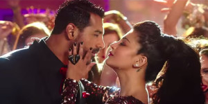 Watch: Shruti Haasan-John Abraham's sizzling chemistry in title track of 'Welcome Back'