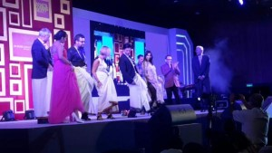 Shah Rukh Khan enthralls audience with Lungi Dance at IAA celebrations