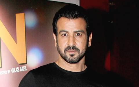 Who makes Ronit Roy feel 'inadequate'?