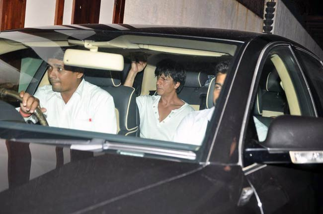 This is how Shah Rukh Khan spends time during traffic jams