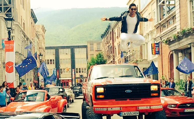 Varun Dhawan Jumps From A 12 Ft High Monster Truck For Dilwale