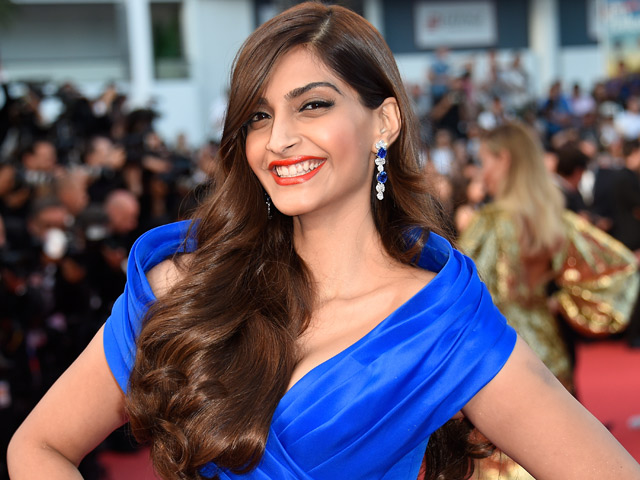 Sonam Kapoor hits 8 million mark on Twitter!