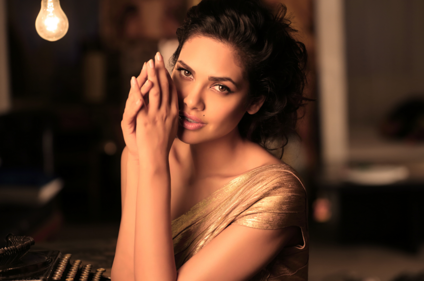 Esha Gupta to Shed Her Clothes in Public