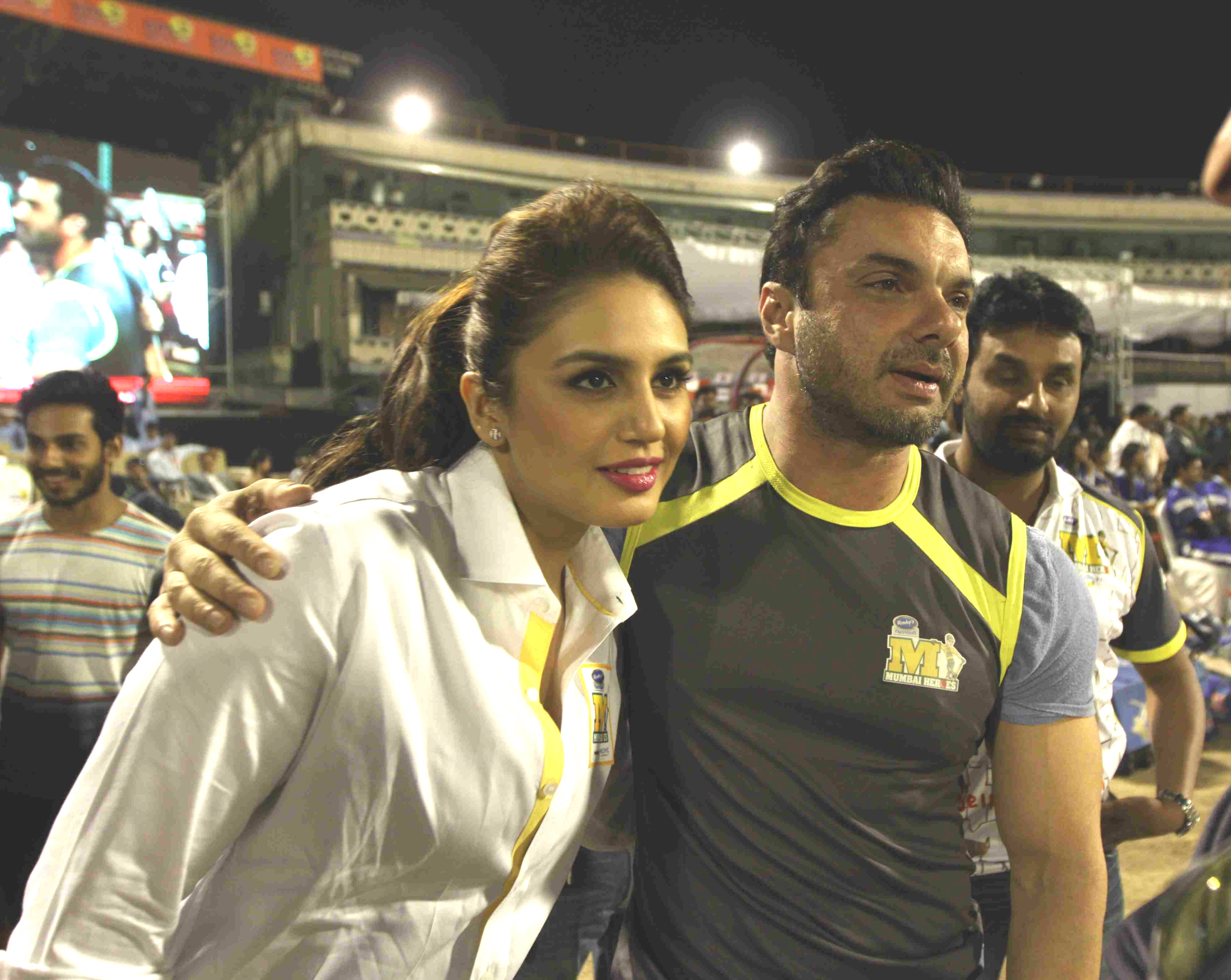 Huma Qureshi no more a face of Sohail Khan's team; their link-up to be blamed?