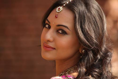 Sonakshi Sinha scared of reading through her father Shatrughan Sinha's biography