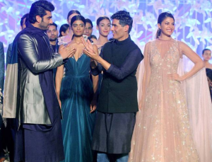 In Video! Arjun Kapoor and Jacqueline Fernandez walk the ramp for Manish Malhotra