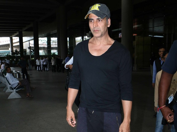 Spotted: Akshay Kumar in an uber cool look at Mumbai airport
