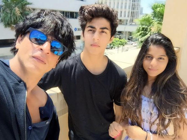 Throwback: When kids showered Shah Rukh Khan with love and kisses