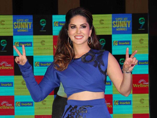 PIC: Sunny Leone reveals her first look from Ajay Devgn and Emraan Hashmi's 'Baadshaho'