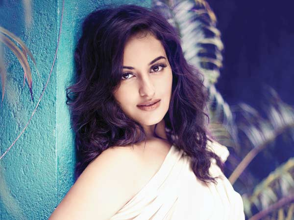 Sonakshi Sinha is waiting for the right script to work with her family onscreen
