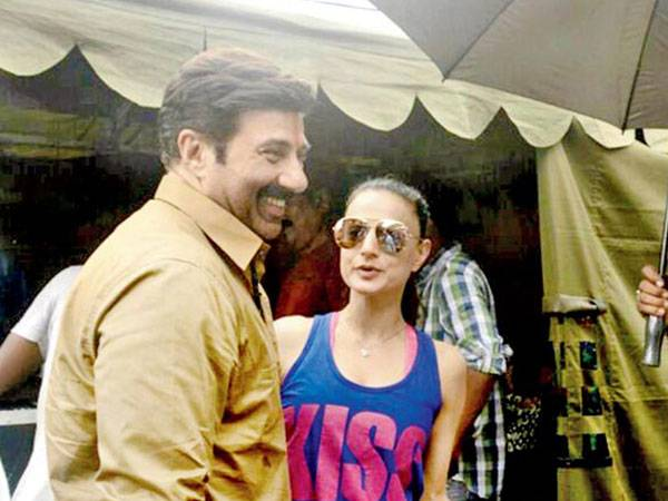When Ameesha Patel came to Sunny Deol's help