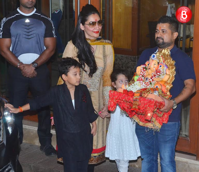 Maanayata Dutt with her daughter and son