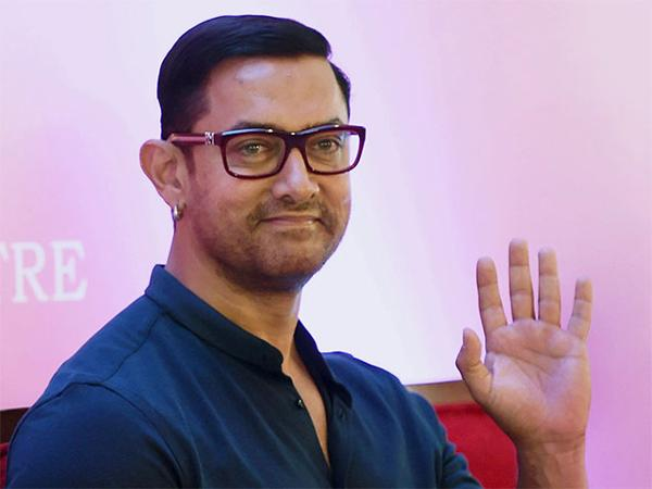 Lol! This is how Aamir Khan asks his guests to leave