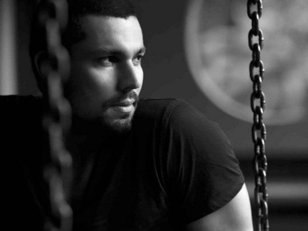 Want to know what's Randeep Hooda's take on MNS issue? Here it is