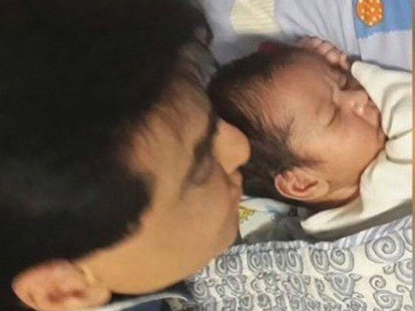 This picture of Jeetendra with Tusshar Kapoor's son is damn cute
